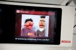 Üstra Fahrgastfernsehen über die Puppen ERNIE und BERT: